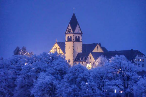 Kelkheimer Kloster im Winter, Pfarrkirche St. Franziskus