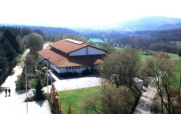 Bild aus der Luft, Blick auf die Schönwiesenhalle