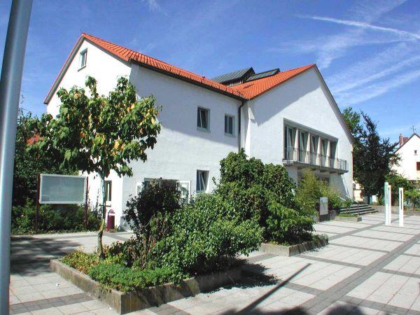 Vorplatz der Stadthalle in Kelkheim