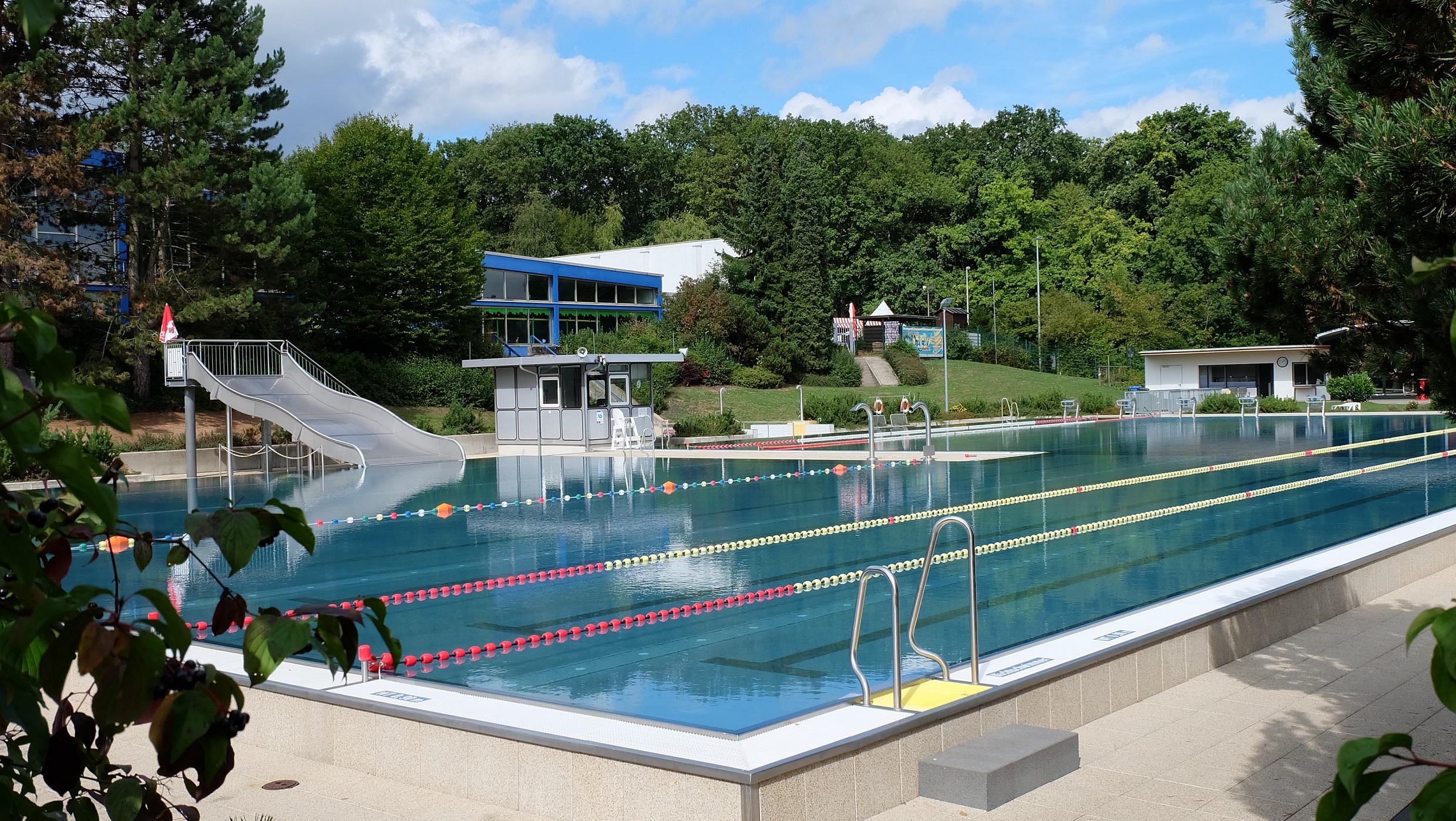 stunning indoor pool bauen traumhafte schwimmbaeder contemporary. Black Bedroom Furniture Sets. Home Design Ideas